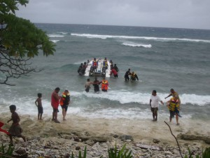 Everyone helps with the evacuation of the stranded dive boat!